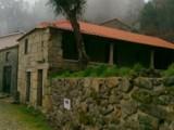 Uma Casa de Granito em Macieira de Alcôba | autor: Maria do Céu Pinto